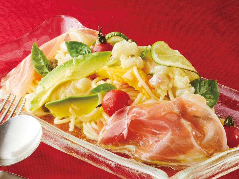 B.自家製冷製生パスタ 真鯛、ホタテ貝柱、季節のフルーツのクルード パルマ産生ハム添え